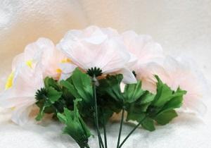 Искусственные цветы – незаменимый элемент декора