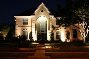 Какие светильники выбрать для подсветки частного дома?