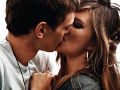 Как правильно целоваться с парнем