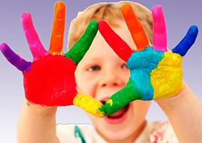 Как ребенка научить рисовать красками?